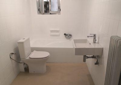 Επισμάλτωση μπάνιου και χαλαζιακή επένδυση – Ηλιούπολη